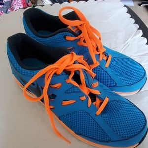 Nike (7Y) or Women's  size 9 Running Shoes